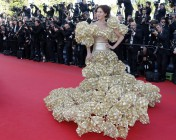 guest-poses-red-carpet-she-arrives-screening-film-le-passe-past-competition-during
